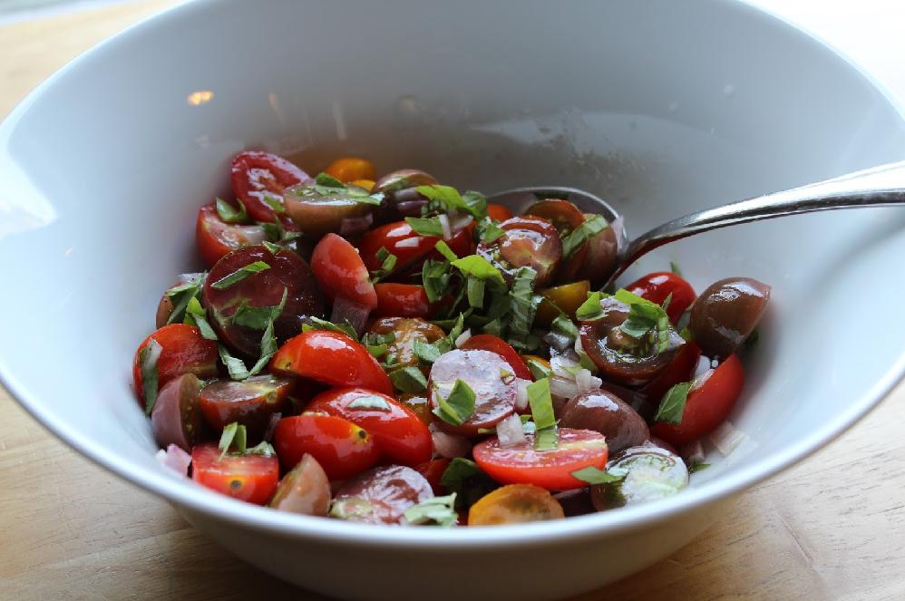Super Easy Tomato, Garlic, and Basil Salad
