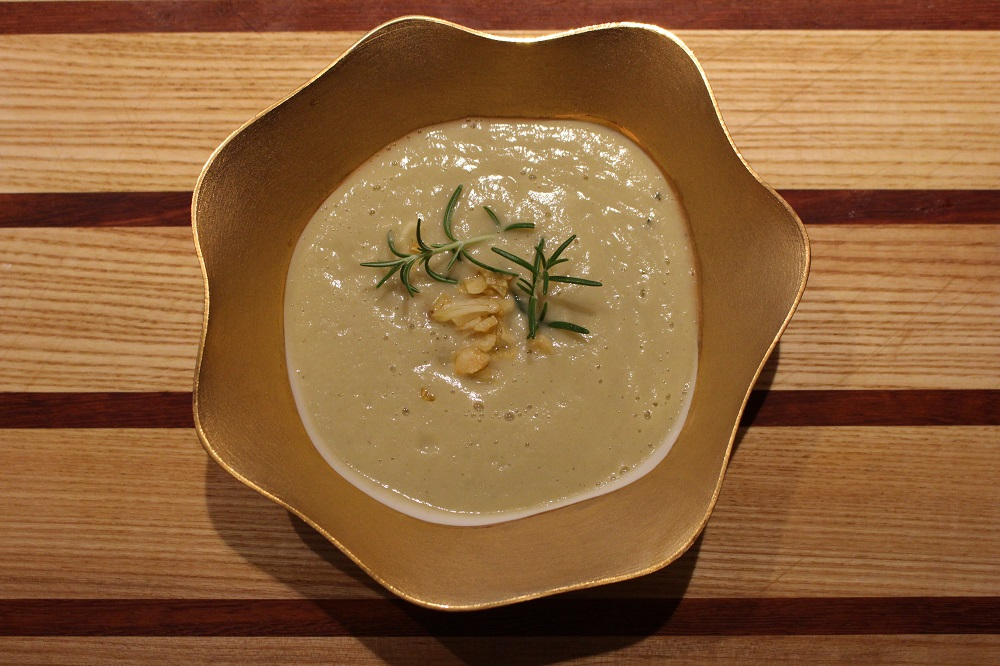 Creamy Cauliflower and Garlic Soup