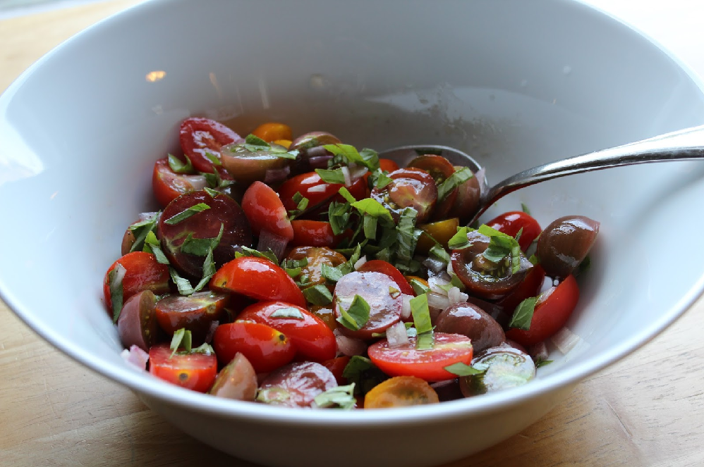 Super Easy Tomato, Garlic, and Basil Salad